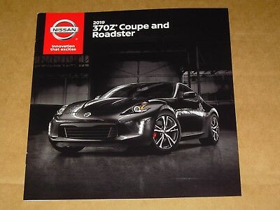 2019 Nissan 370Z Coupe And Roadster Sales Brochure Mint! 20 Pages