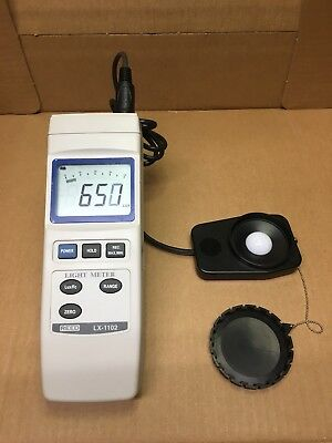 New LX-1102 Digital Illumination Light Meter Lux Meter with Manual