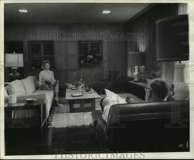 1968 Press Photo Mr. & Mrs. Stanley Ray in the den of their New Orleans home