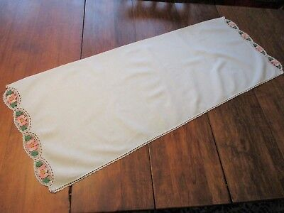 White Cotton Table Runner Dresser Scarf Vtg 30s Pink Roses Lace Cottage Decor
