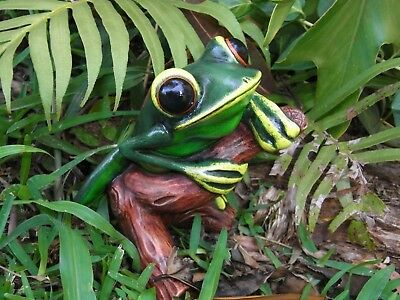 Frog Collectable Hand Crafted, Hand Painted and Gift Boxed 12.5cm High