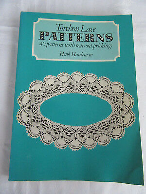 Torchon Lace Patterns. 40 patterns with tear-out prickings by Henk Hardeman