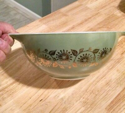 vintage Pyrex Medallion Cinderella Bowl green with gold Ivy promo 443