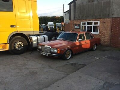 Mercedes Benz w123. 230e on air suspension