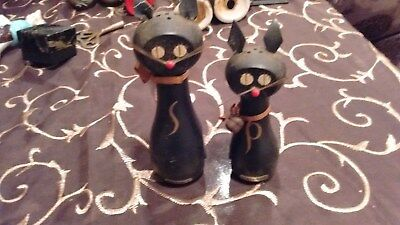 Enesco Wooden Cats Salt and Pepper Shakers w Magnets