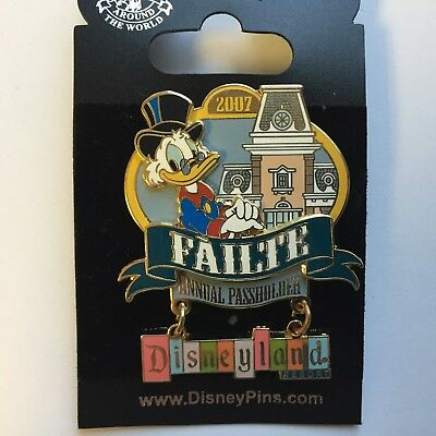DLR Welcome Annual Passholders 2007 Scrooge McDuck Dangle LE Disney Pin 57678