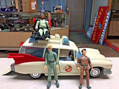THE REAL GHOSTBUSTERS  ECTO 1 VEHICLE 1984 KENNER VINTAGE 3 ACTION FIGURes
