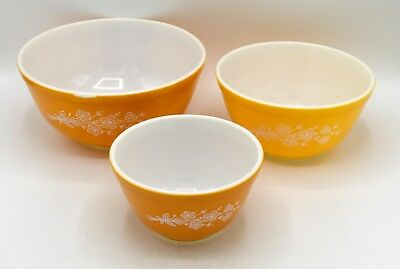 Set of 3 Vintage Pyrex Nesting Mixing Bowls 401 402 403 Butterfly Gold Bouquet