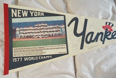 || 1977 NY Yankees World Champs Team Photo Signed Autographs Pennant  : 180 ||