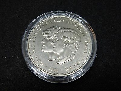 C1 XMAS 1981 Charles & Diana Crown in Capsule MADE IN ENGLAND COIN PRESENT ROYAL