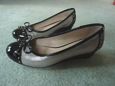 LADIES LOTUS CLIO BLACK PATENT LOW HEELED COURT SHOES ULS028