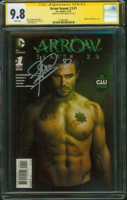 Arrow 1 Season 2.5 CGC SS 9.8 Stephen Amell Signed Photo Cover 2014