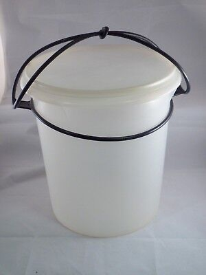 """Vintage Tupperware 9 Quart """"jumbo"""" Canister With Cariolier #255 (#3)"""