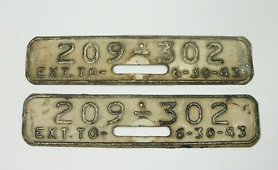 w Vtg PAIR 1943 License Plate Toppers REVALIDATION DATE TABS 209-302 6-30-43