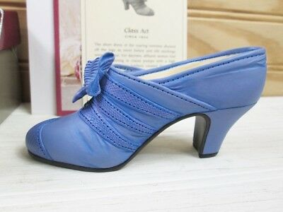 Just The Right Shoe Class Act Raine Willitts 1999 w/ Box 25042