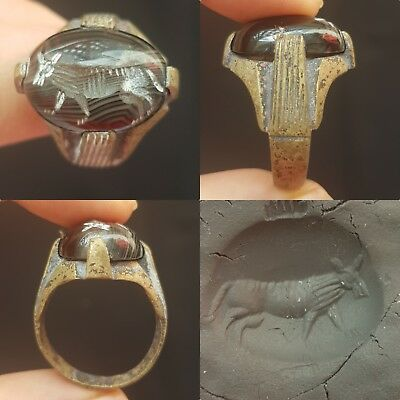 Beautiful stone with animal intaglio ancient old bronze ring