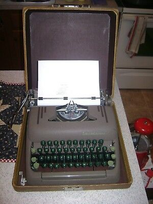 Vintage Smith-Corona Silent Floating Shift Typewriter Green Bakelite Keys W/case