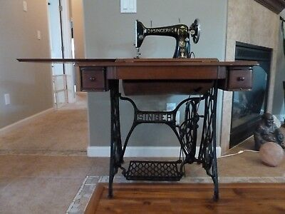 Antique Singer Sewing Machine 1911 with stand/cabinet from Germany in good shape