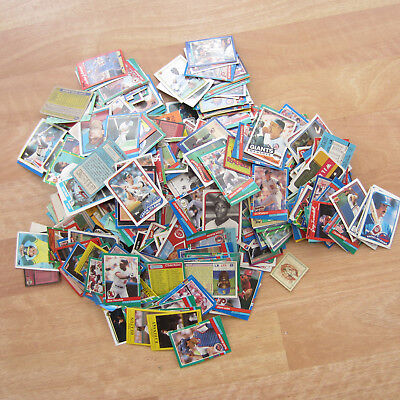 LOT: 500-600 old baseball/footbal trading cards mostly from the 1980's