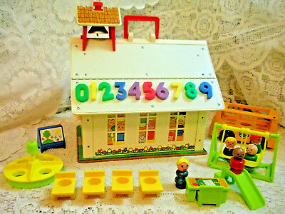 Vintage Fisher Price Little People Play Famly School #923  w/CHALK + ERASER