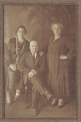 Judaica Art nouveau cabinet photo of a jewish family Inscription in Yiddish