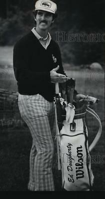 "1976 Press Photo American golfer Ed Dougherty and his favorite ""club"" companion"