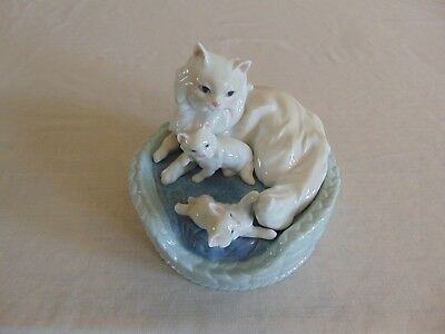LLADRO KITTY CARE 6652 CAT WITH KITTENS IN BASKET MINT Free Shipping