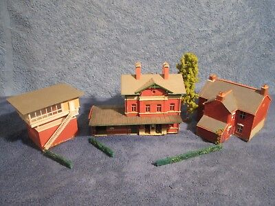 JOBLOT RAILWAY STATION BUILDINGS OFFICE SIGNAL HOUSE/COTTAGE-for Hornby,Spares.B