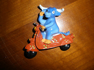 Vache Ou Taureau Sur Moto - Scooter - Magnet - Collection - Neuf