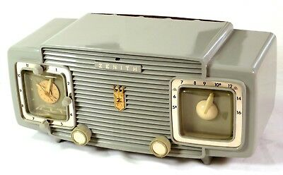 Restored Vintage 1954 Zenith L520-G Antique Tube Clock Radio. iPod Ready!