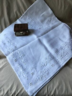 Vintage Antique Irish Hand Embroidered Work Linen Fine Lace Tablecloth 33X34 In