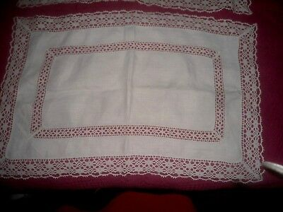 """A Very Pretty Pair Of White  Linen And Lace Tray Cloths/mats  23"""" X 14.5"""""""