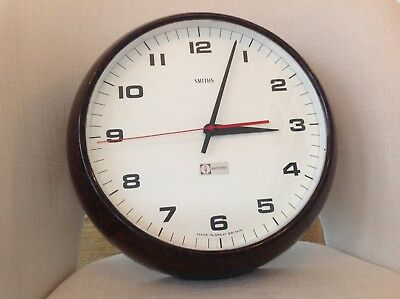 Vintage Smiths Bakelite Battery powered wall clock.