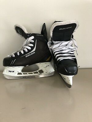 Youth Bauer Supreme One 4 Hockey Skates. Size 4. Good Condition.