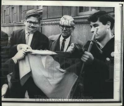 1967 Press Photo John Masterjohn pulling apart Vietcong flag during NYC protest