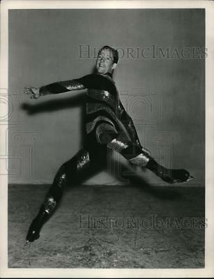 1939 Press Photo Skater Roy Shipstad in the Ice ZFollies - nes12882