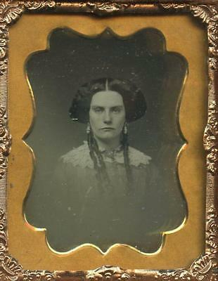 1840 FULL CASE 9th PLATE DAGUERREOTYPE - SULTRY, MYSTERIOUS-LOOKING YOUNG LADY