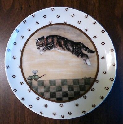 1986 Herrero Cat Plate Gray Tabby Cat Pouncing On A Wind-up Mouse
