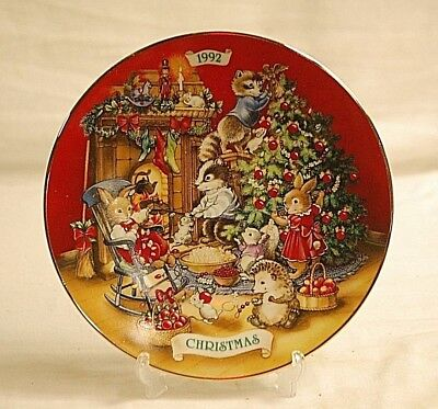 Old Vintage 1992 AVON Christmas Plate 22K Gold Trim Sharing Christmas w Friends