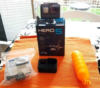 Gopro hero 5 black with some accessories