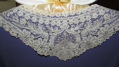 19th century  LACE collar with elongated points  Brussels Duchesse  airy