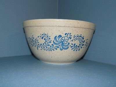 Vintage PYREX Homestead Nesting  Mixing Bowl  #402 1 1/2 Quart