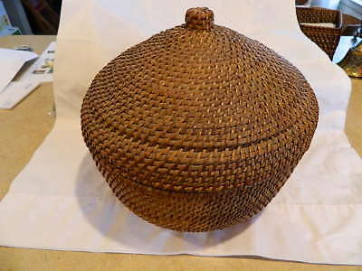 Large Vintage Antique Hand Made Wicker Round Woven Basket w Fitted Lid w/Handle