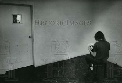 1974 Press Photo Boy reads book in holding cell, Spokane County Juvenile Home
