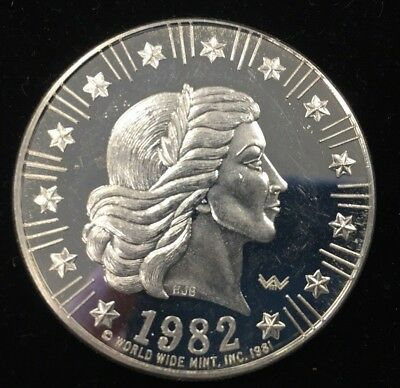 1982 American Eagle World Wide Mint 1 Troy Oz .999 Fine Silver Round Coin Medal
