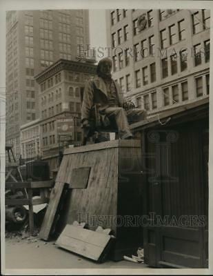 1939 Press Photo New York Statue of Horace Greeley in Greeley Square - nera09114