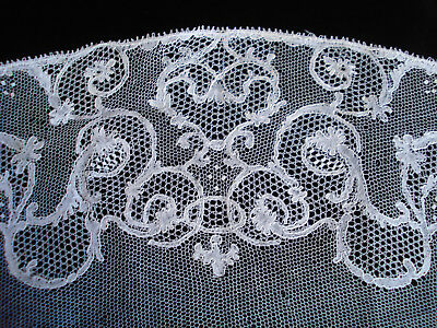 * rare antique french  white Chantilly bobbin lace collar bertha