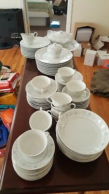 Lovely English Garden 1221 Fine China Japan 86 Piece showroom pieces serves 10