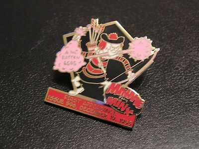 COMIC 22ct GOLD-PLATED ENAMEL BADGE by the DANBURY MINT MINNIE THE MINX 009