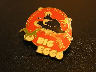 COMIC 22ct GOLD-PLATED ENAMEL BADGE by the DANBURY MINT BIG EGGO 001